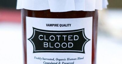 Clotted Blood strawberry jam party favor free printable label #halloween #vampire #partyfavor #bloodbar