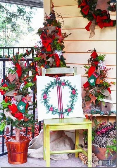All kinds of different Holiday Decor just for porches!