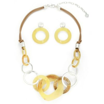 Buy this beautiful brown - yellow necklace from Yoko's fashion, the leading wholesaler of the fashion jeweller in the UK. This necklace comes with a pair of matching earrings. It comes with a beautiful gift box.