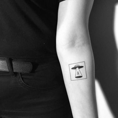 If you are fascinated by extraterrestrial life and flying saucers prepare yourself for the close encounter with an awesome UFO tattoo. - Part 3