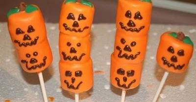 holloween marsmellow treats | Halloween Marshmallow Pops