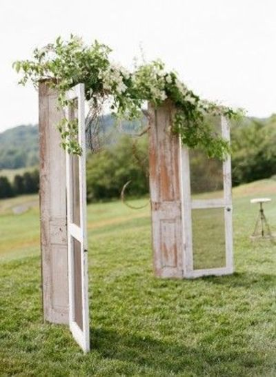 Chelsea and Evan's rustic Charlottesville Virginia wedding, photographed by Eric Kelley, is divine. The couple gave Pat's Floral Design complete creative freedo