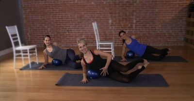 10-Minute Sexy-Backside Workout Here at POPSUGAR Fitness, we know you're pressed for time during the busy Summer season, but we're sure you can find 10 minutes to work your backside. We tapped Sadie Lincoln, founder of Barre3, to create a quick ho...