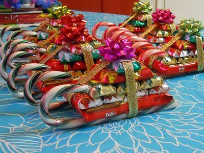 Candy Cane Sleighs - these would be perfect as treats for my ...