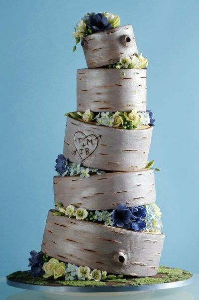 Here are 12 do's and don'ts for choosing an affordable wedding cake