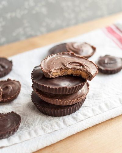 This is how you win friends: make them homemade peanut butter cups. Peanut butter plus chocolate is always a winning combo, of course, but peanut butter cups ar