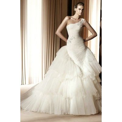 Wedding Dress designer , Unusual One Shoulder Luxury Designe ...