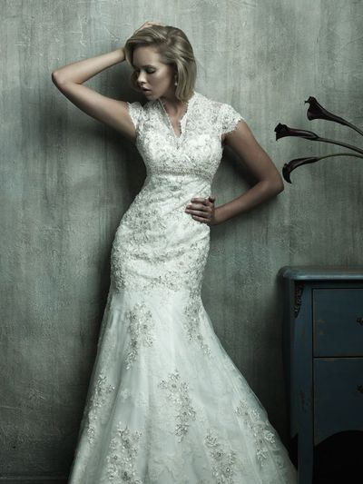 love this lace wedding dress!!!<~~ Me too!