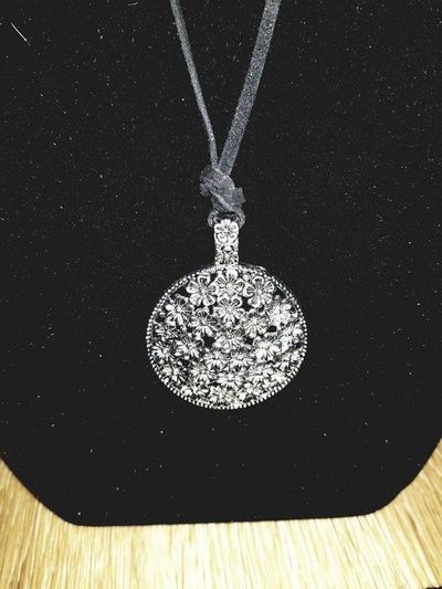 Hobo Chic Large Silver Flower Pendant Necklace. $8.50