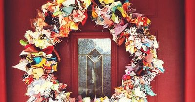 12 DIY Day's of Christmas: Day 1 Katie May's Fabric Wreath http://kellymoorebag.com/blog/