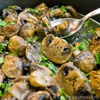 Cooking Weekends: Roasted Garlic Mushrooms (no balsamic though ***)