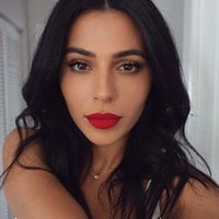 A killer combo. Bombshell YouTube beauty guru Teni Panosian wears the new Maybelline Spider mascara. The uniquely designed brush creates perfectly sculpted eyelashes for the celeb inspired lash look. It's just right for an evening party or date night ...