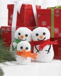 This little snowman family from Bernat Yarns is the perfect addition to your home this holiday season. These cute crochet amigurumi style figures are easy and f