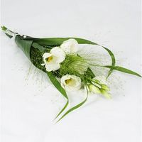 Hand Bouquet of white eustoma and fountain grass. Aspidistrablad wrapped like a cone around the bouquet. Matching ribbon and needles.