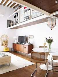 If it weren't for the title I'm sure you would have never guessed this residence was located in Madrid. The interior décor is more similar to the ones found in