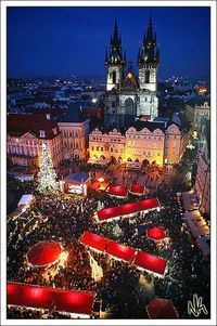 Christmas markets at Starom�›stské nám�›stí (Old town square) taken from the Astronomical Clock tower. Praha, �Œeská Republika I had such an incredible trip.. did