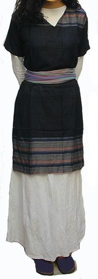 """Traditional Jewish women's dress- It is so pretty. I want to make an """"Evie"""" version..."""