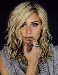 Wavy shoulder length hair, with face framing layers. Why can't my hair look like this?!?