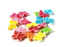 Pack of 140 Assorted Plastic Spacer Butterfly Beads. 11mm x 14mm Assorted Acrylic Charms. Beautiful Animal Theme Jewellery, Art and Crafts £4.59