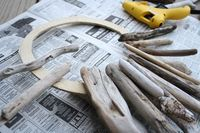 Make a wreath out of scrap driftwood + 8 more ways to upcycle your beach vacation treasures >> http://blog.diynetwork.com/maderemade/2015/09/14/beach-memories-diy-decor-projects/?soc=pinterest