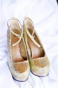 gold glitter heels | Heather Chipps Photography | Glamour & Grace