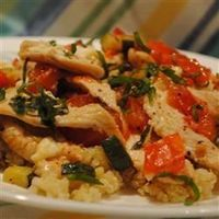 Chicken with Quinoa and Veggies - one if those lifesaver recipes that works with almost anything you have in the fridge