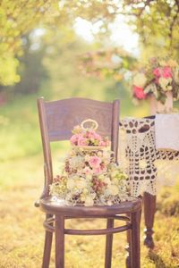 Along with rustic chic weddings, it seems that the vintage inspired weddings are on the rise in popularity. Today I wanted to feature a beautiful styled vintage