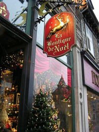 Old Quebec City-Christmas Store {via inspired design}
