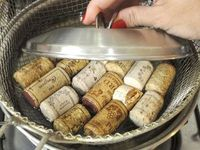 How to cut wine corks without them falling apart. See below for translation. mamaslilmagpie
