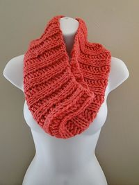 Ravelry: Bulky Ribbed Cowl pattern by Naomi Adams