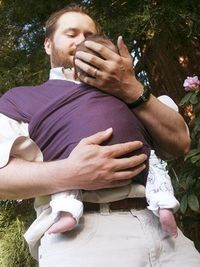 Make Your Own Baby Carrier >> tutorial & pattern roundup at A Little Bit of All of It