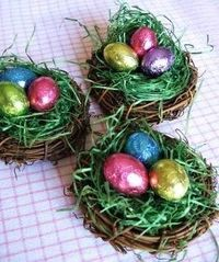 Found these on another blog. Very cute to use on your Easter table setting. Mini grapevine wreaths (like napkin ring size) with a little bit of Easter basket gr