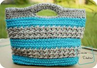 Make this cute bag with Vanna's Choice! Get the free crochet pattern by Divine Debris on Ravelry!