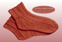 This free knitting pattern for women's socks is a classic knitted socks pattern for the active woman in 1938 who needed well-fitting ankle socks for sports.