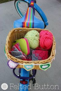 Bike Basket Bunting--Free Crochet Pattern (Tutorial or printable pattern found at Felted Button.com)