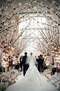 i love this wedding dress and the whole wedding decoration