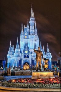 Cinderella Castle at Christmas. I really want to go this Christmas :)