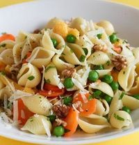 Meatless Monday Recipes: shells with cauliflower and peas via