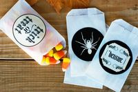 Love these free printable Halloween labels. So cute on these bags.