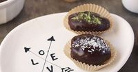 Chocolate Covered Stuffed Dates with TONS of flavor combos //