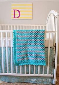 Get the free pattern and photo tutorial to crochet this baby blanket!