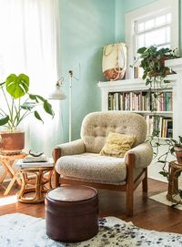 Freelance photographer Jaclyn Campanaro and her cat Cece moved into this 1920s-era home less than a year ago, but their style already touches every nook and cra
