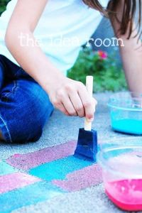 Recipe for homemade sidewalk chalk paint. Easy to follow directions for paint that entertains kids and allows creativity outdoors.