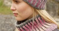 Knitted DROPS hat and neck warmer with English rib in two colors