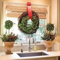 don't forget to decorate your kitchen for the holidays