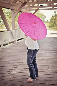 parasol maternity pose for a gender reveal photo?