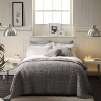 If you're wondering about how to make a fresh, neat bed, here is a quick guide on how to make your bed, complete with some variations so that you can create the