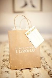 """The perfect hotel """"welcome"""" bags for weddings-What should you put in your welcome bags for your guests? Easy and on a budget!"""