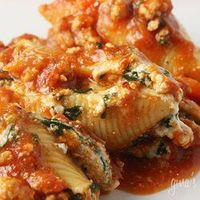 Spinach Stuffed Shells With Meat Sauce