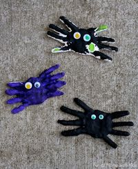 DIY Kid Halloween Keepsake: Handprint Spiders from Fun at Home with Kids